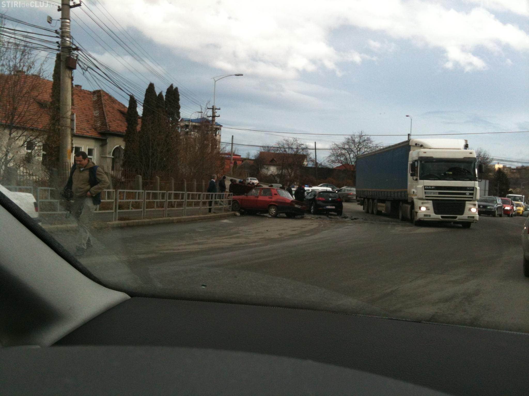 Accident pe Calea Baciului! Doua masini s-au lovit FOTO