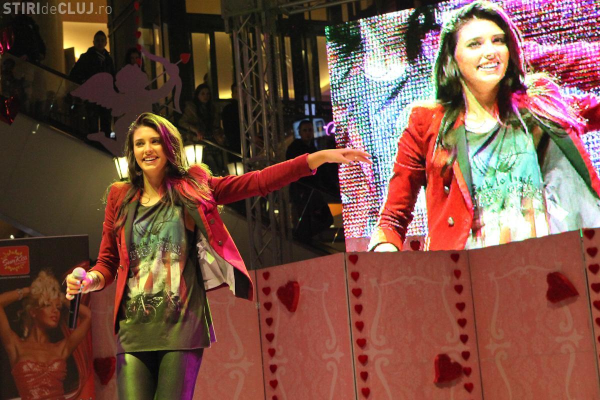 Aproape 50.000 de clujeni la Iulius Mall, de Valentine's Day! Antonia a dat autografe doua ore