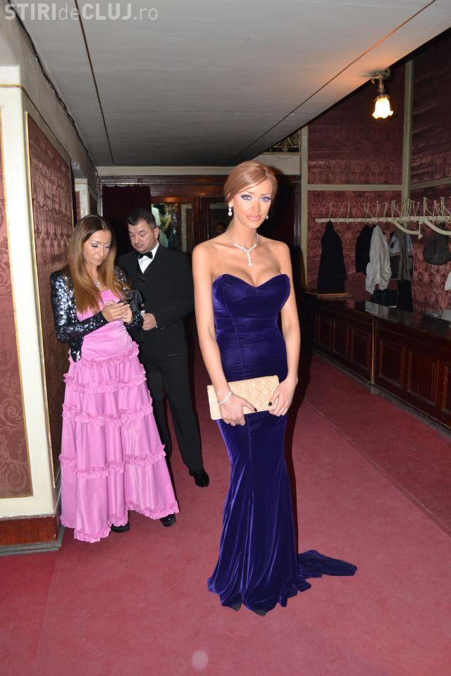 Bianca Dragusanu, la Balul Operei de la Cluj, cu rochie de printesa si colier cu diamante VIDEO si FOTO