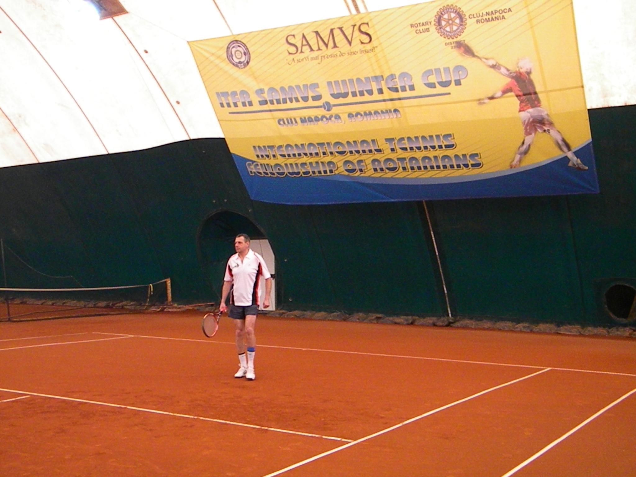 Membrii Rotary SAMVS au jucat tenis la Cluj si au adunat bani pentru copiii cu merite la invatatura FOTO