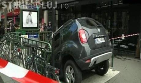 Un Duster este vedeta in Franta! A fost parcat intr-o gura de metrou. Soferul a crezut ca e parking FOTO
