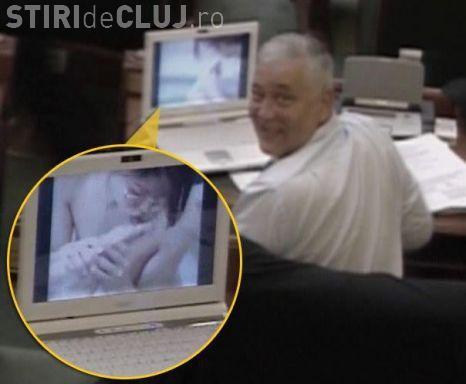 Marius Nicoara, senatorul surprins in Parlament uitandu-se la un filmulet porno, explica scena  VIDEO