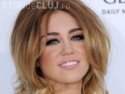 Miley Cyrus, provocatoare la premiile Billboard FOTO