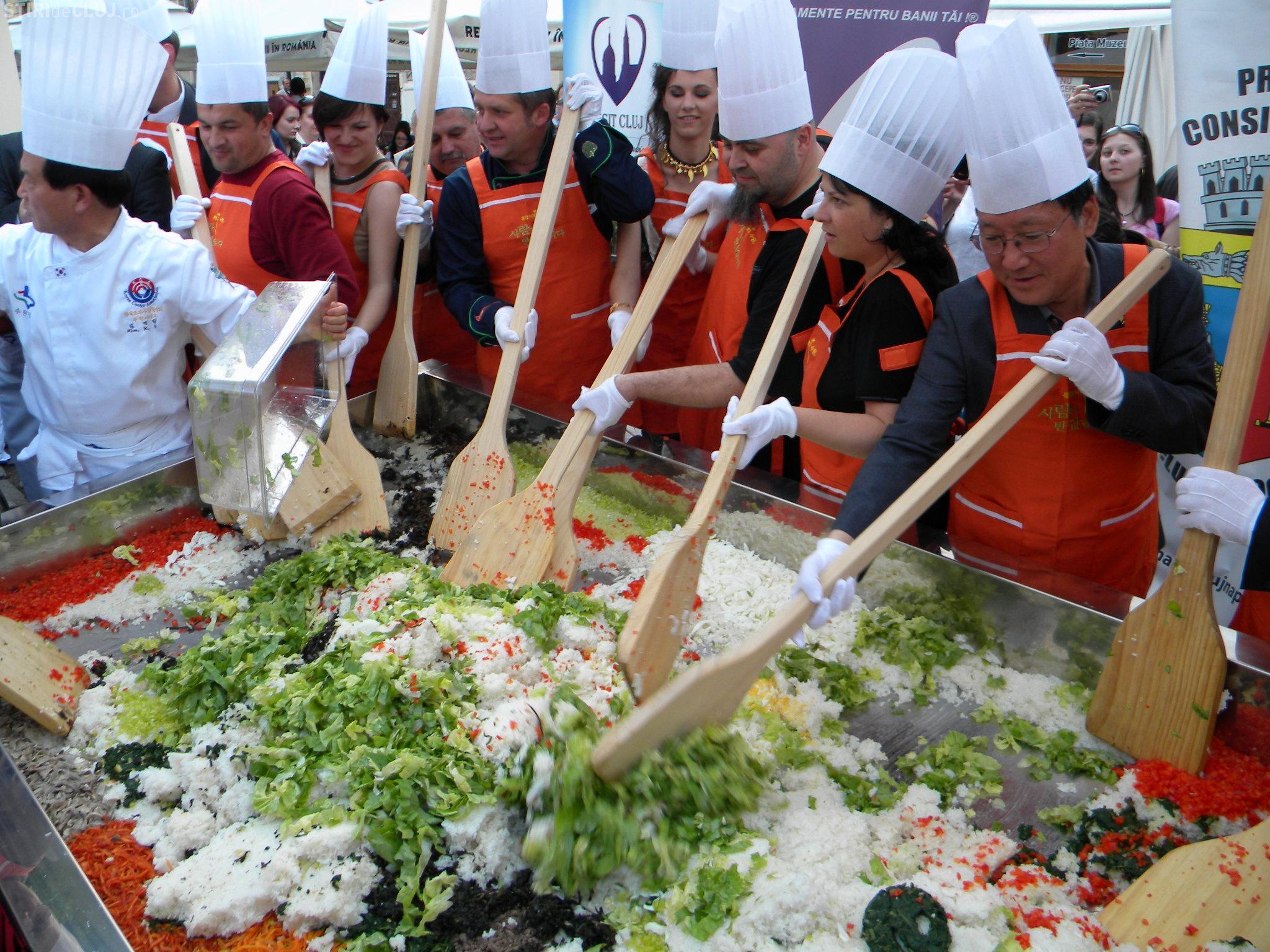 coreenii fac bani din videoclipuri cu alimente)