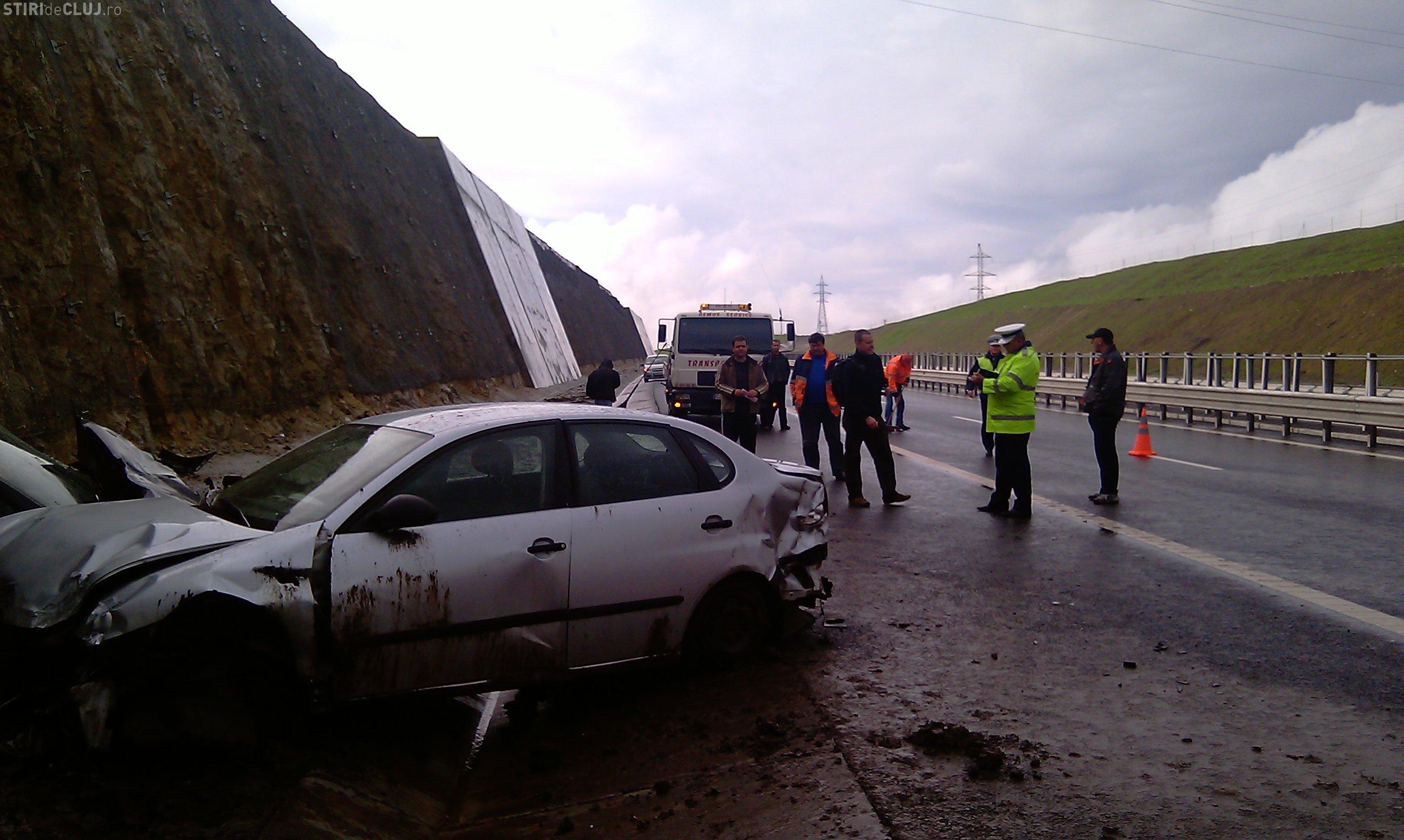 Accident pe Autostrada Transilvania! O duba cu furaje s-a rasturnat