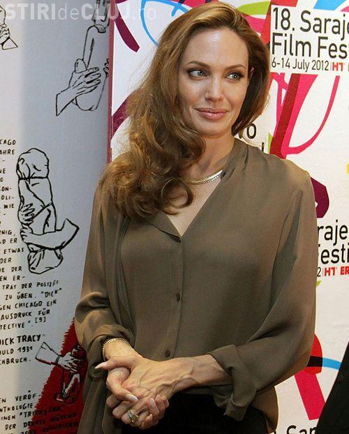 Vezi cât a costat inelul de logodnă al Angelinei Jolie