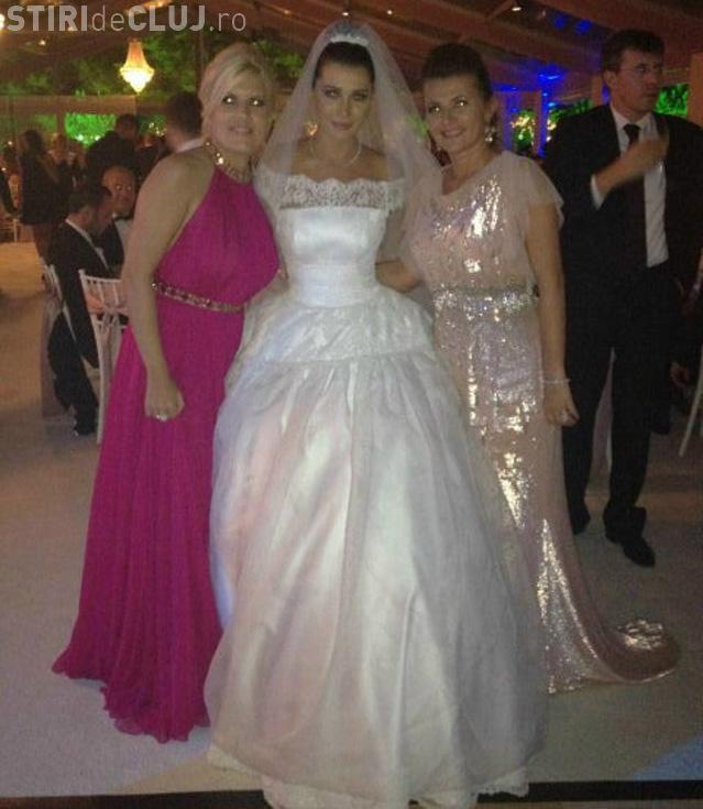 Cum a fost îmbrăcată Elena Udrea la nunta Elenei Băsescu! FOTO