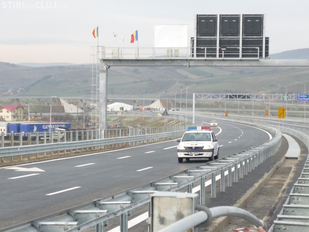 Autostrada Transilvania devine un pericol pentru șoferi! A intrat cu mașina într-un cauciuc de pe drum
