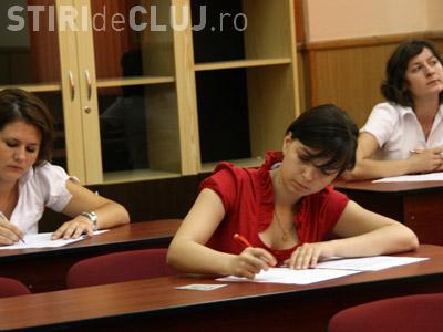 Patru tineri au fost eliminati de la BAC in Cluj. Candidatii au copiat de pe fituici si cu ajutorul castilor hands free