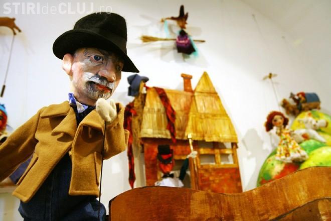 Papusi si afise ale Teatrului Puck, expuse la Muzeul de Arta din Cluj - Galerie FOTO