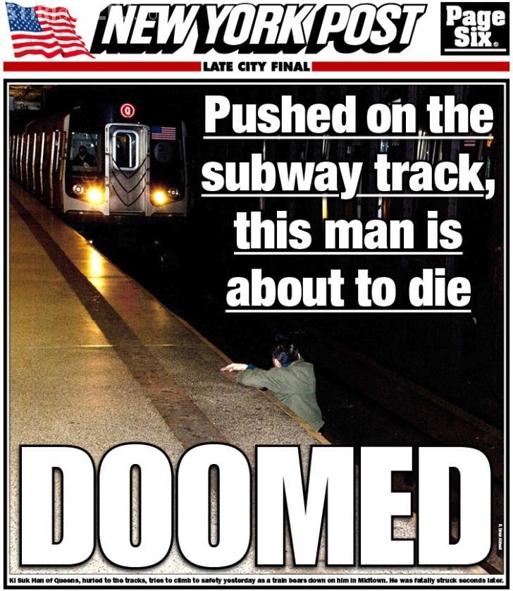 O fotografie a stârnit FURIE în toată lumea! A fotografiat un bărbat lovit de un metrou, dar nu l-a ajutat să se salveze?