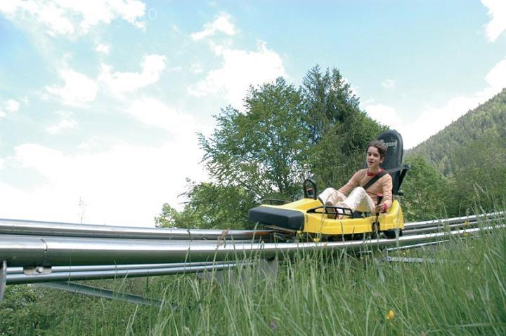Cum arată o pistă de bob de vară în Tirol. Una SIMILARĂ va fi pe Dealul Feleac - VIDEO