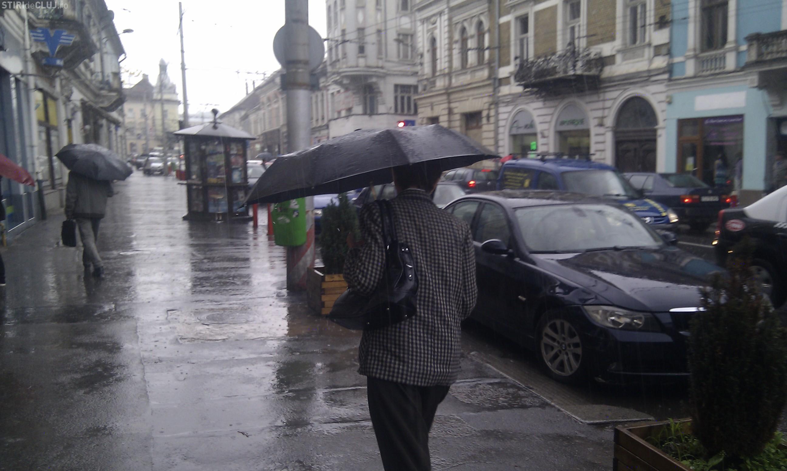 Tunete și ploaie la Cluj! Ce spun meteorologii