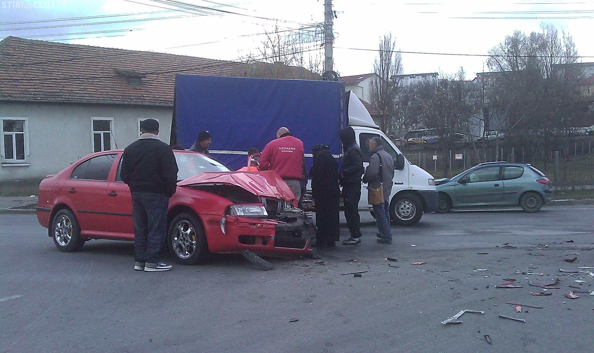 Accident pe Corneliu Coposu din cauza VITEZEI excesive - FOTO