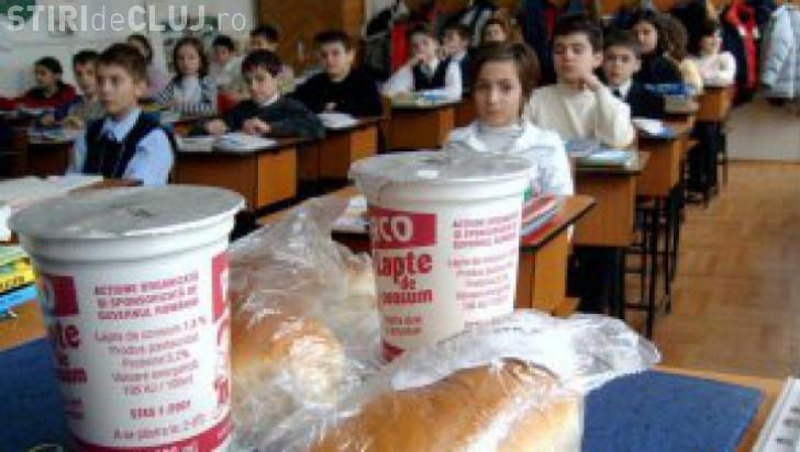 """Ponta: Renunțăm la programul """"Cornul şi Laptele"""" şi direcţionăm banii către after-school"""