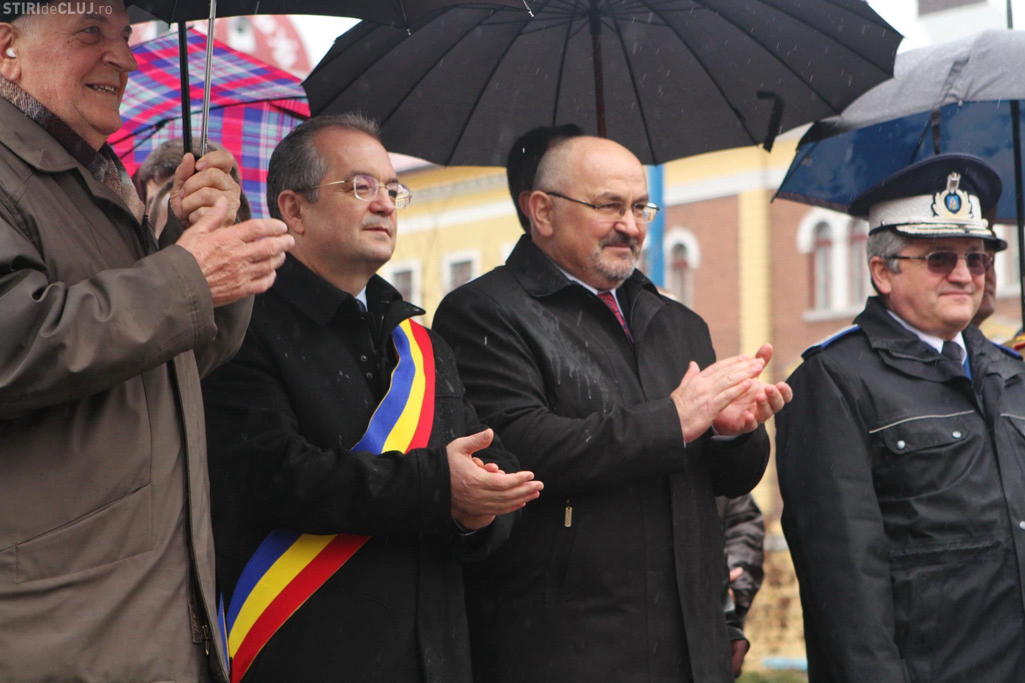 """Prefectul Gheorghe Vușcan îl amenință pe Emil Boc cu noi amenzi. Primarul Boc: """"Atâta ştie, atâta poate!"""""""