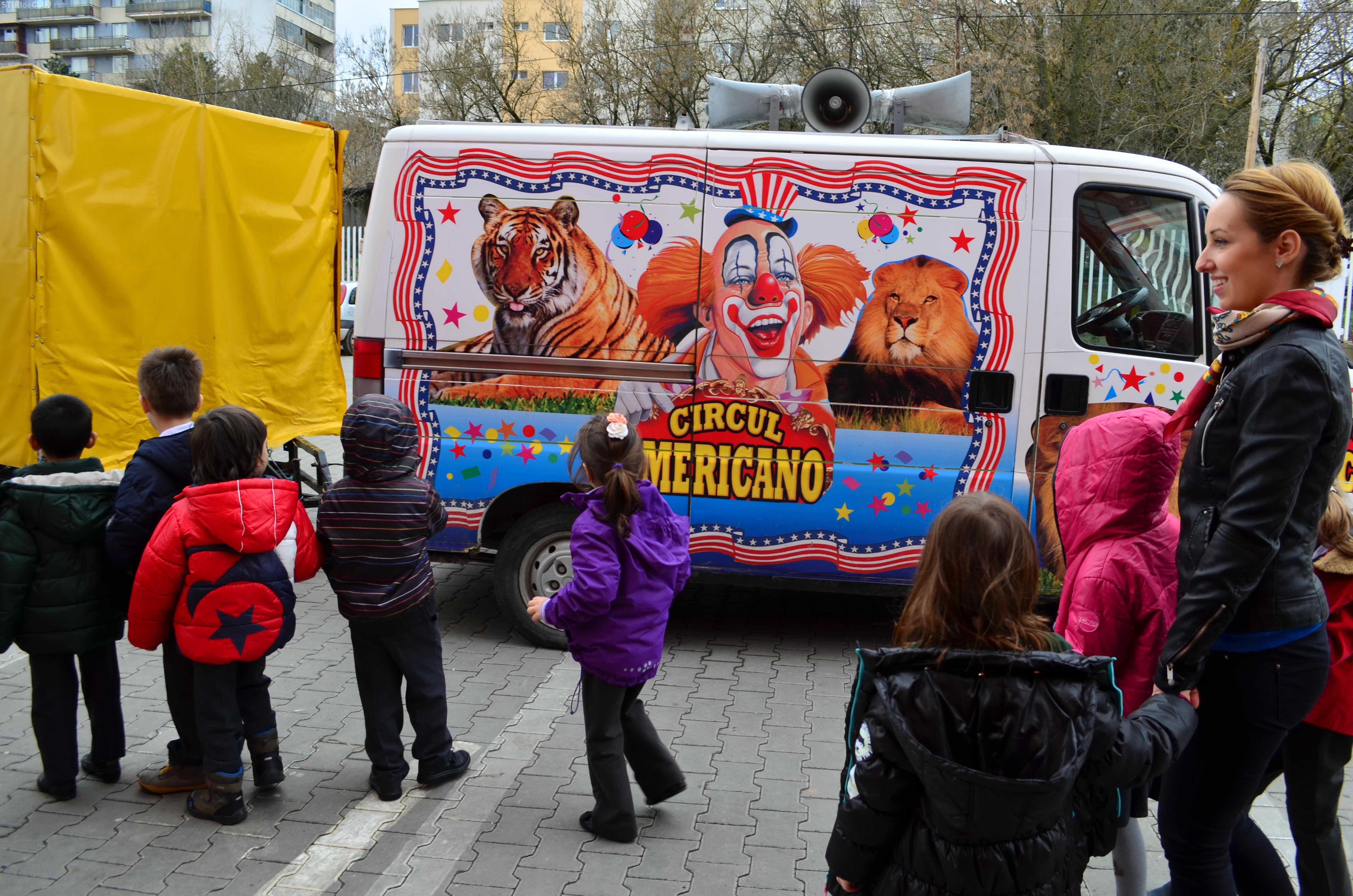 Animalele de la circ au ajuns la Școala Internațională din Cluj - FOTO