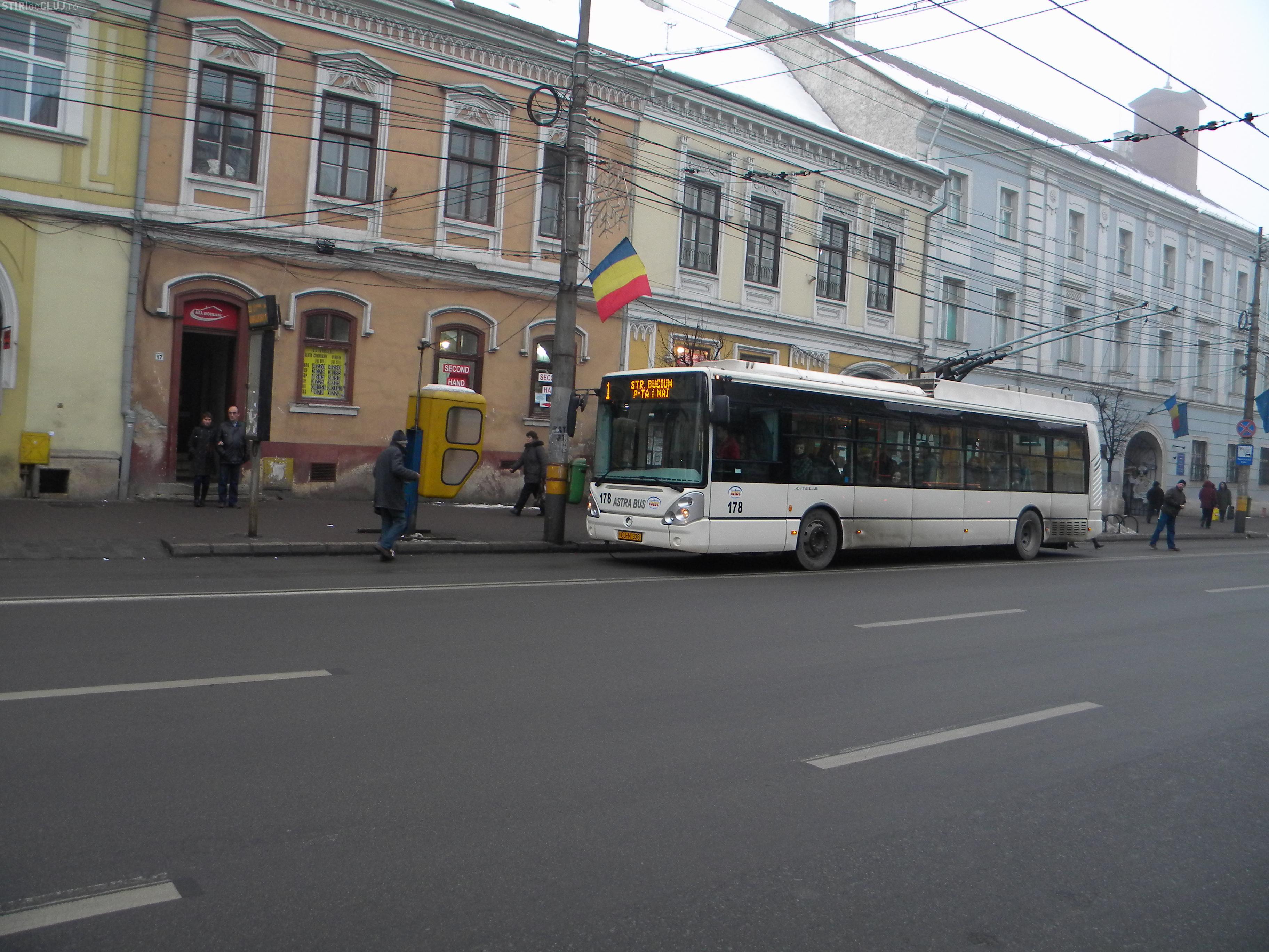 O mare UNIVERSITATE din Cluj nu decontează abonamentul gratuit pentru studenți pe autobuze