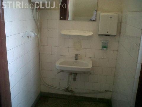 """Boc: """"Nu poți să mergi la Teatrul Cluj și să cadă scaunele sub tine"""". Toaletele sunt ca în Gară"""