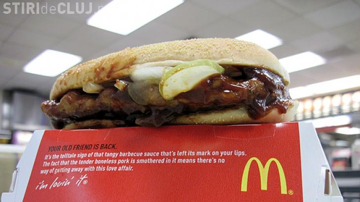 Scandal pe internet: Cum arată carnea dintr-un sandwich de la McDonald's înainte de a fi preparată FOTO