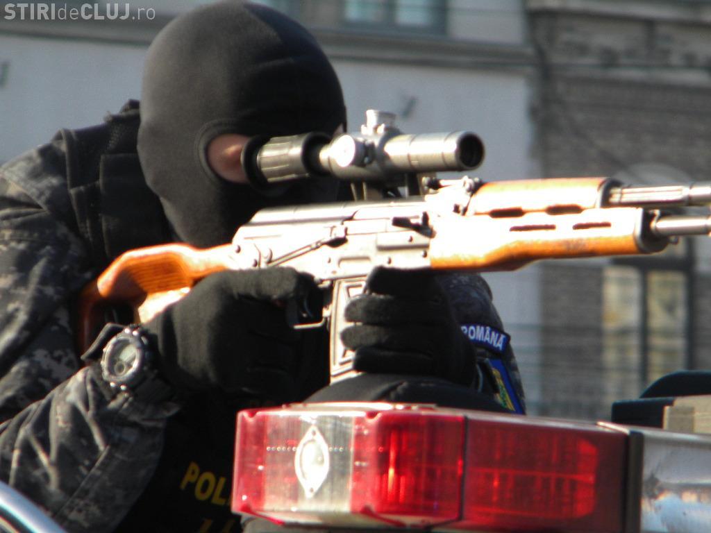 Defilare militară la Cluj de Ziua Națională! Imagini cu tehnica militară de care s-au bucurat 5.000 de clujeni - FOTO și VIDEO