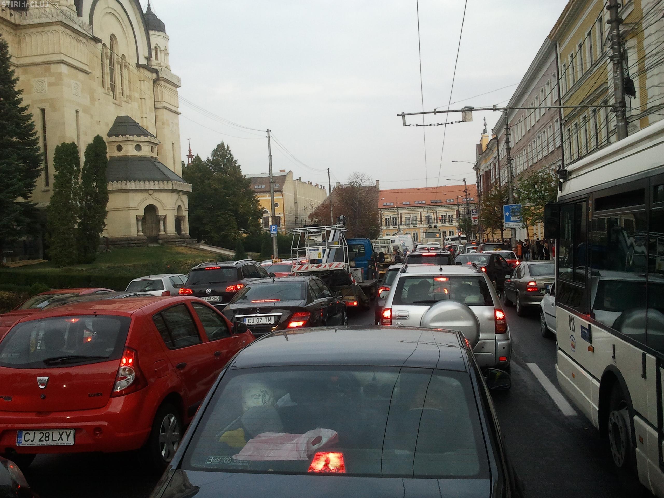 Drumurile precare și aglomerația, principala nemulțumire a angajaților și patronilor din Cluj. VEZI TOPUL