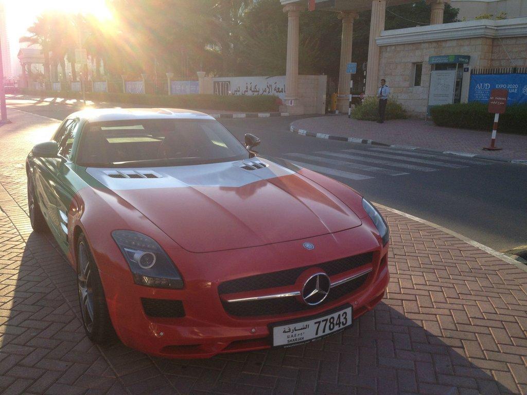 Parcarea de zeci de milioane de euro a Universității din Dubai. Vezi ce mașini conduc studenții FOTO