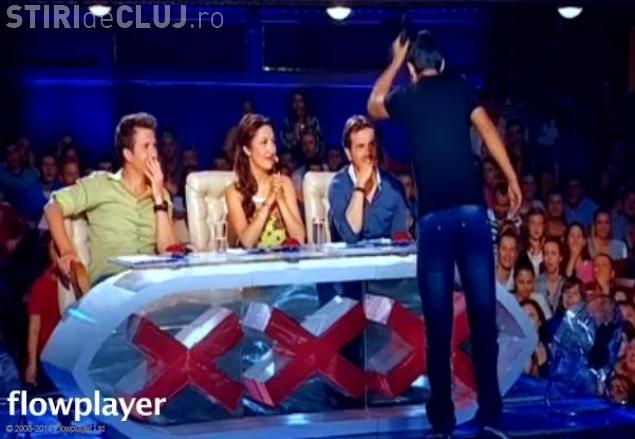 Mihai Petre a fost lovit cu microfonul în cap de un manelist la Românii au Talent