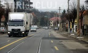 Se vopsesc stâlpii din Cluj-Napoca. Culorile nu vor fi din vremea lui FUNAR