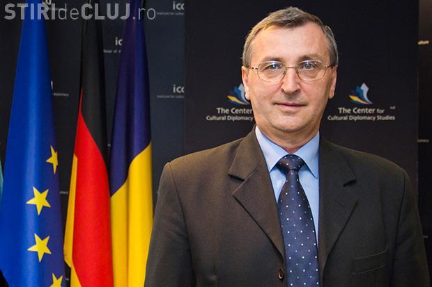 Cazul colaborării profesorului Puşcaş cu fosta Securitate ignorat de decanul Păun de la Studii Europene