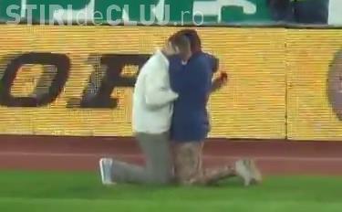 Cerere în căsătorie la meciul U Cluj - Steaua. MOMENT EMOȚIONANT - VIDEO