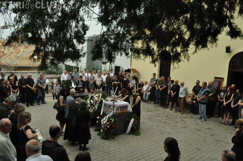 NUMAI două sute de clujeni au fost la înmormântarea bateristului Semnal M, Solomon Francisc