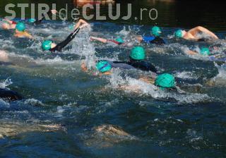 Peste 120 de persoane vor traversa Tarnița sâmbătă. Cel mai bătrân înotător are aproape 70 de ani