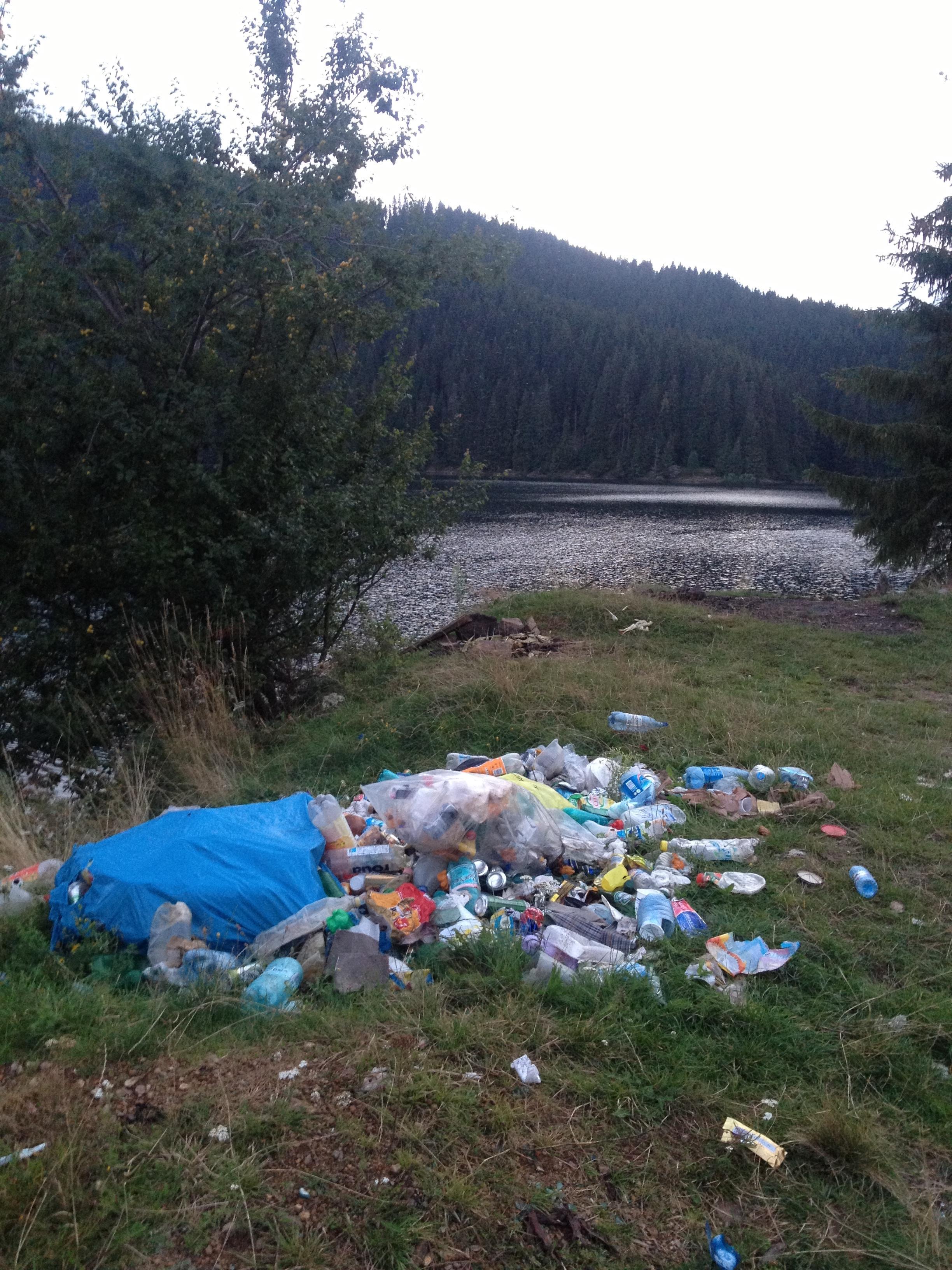 Lacul Beliș cu imagini fără cuvinte...Civilizați-vă!!! - FOTO