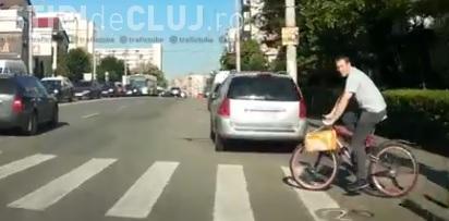 Bicicliștii din Cluj ar trebui să urmeze un curs de legislație rutieră! Imagini din trafic care îi sperie pe șoferi - VIDEO