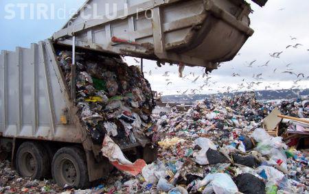 Clujenii se plâng de mirosul lăsat de mașinile de gunoi prin oraș. Ce spune Primăria