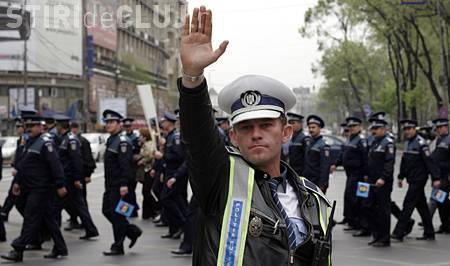 """Politistii din Cluj ies in strada: """"Avem aceleasi salarii de baza ca bibliotecarele, care ce risca, sa cada de pe scara?"""""""
