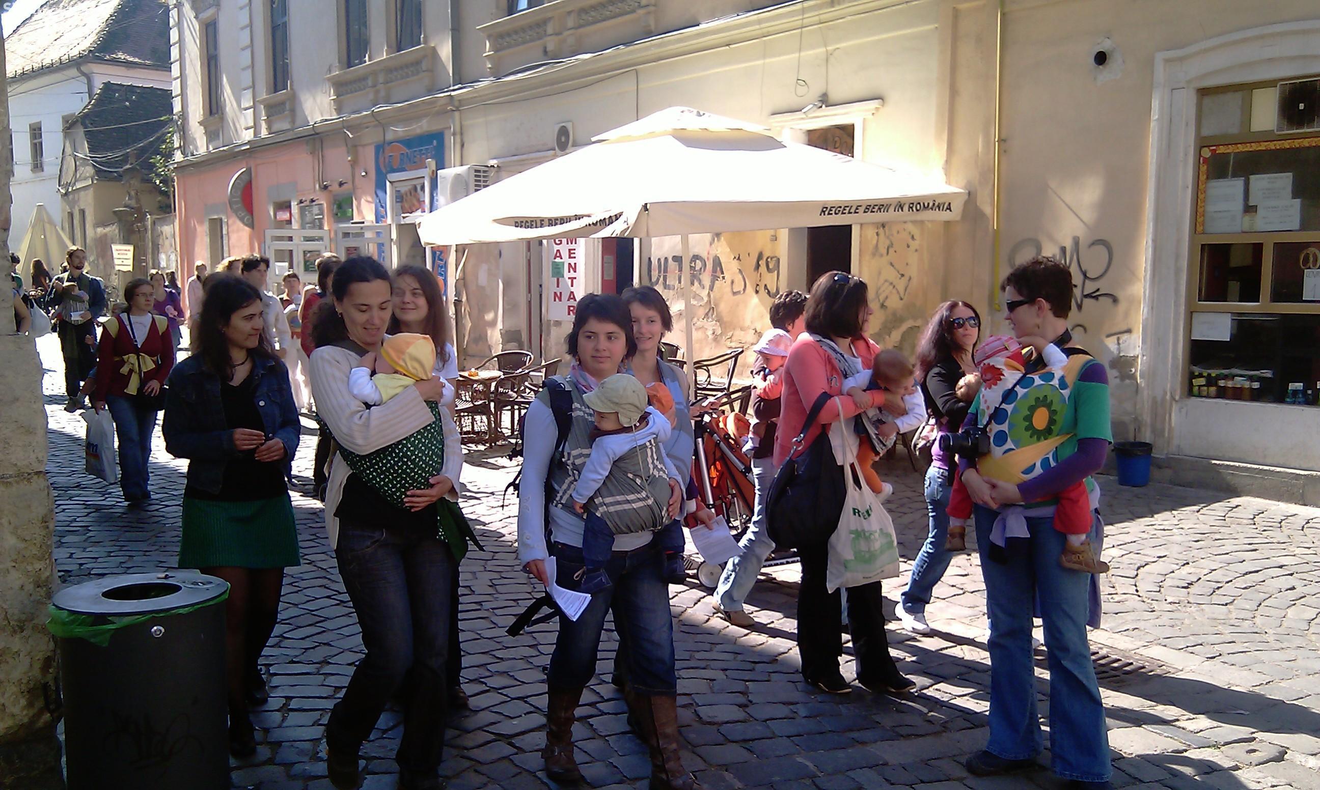 Cluj - Marș pentru purtarea bebelușilor în marsupiu în 5 octombrie