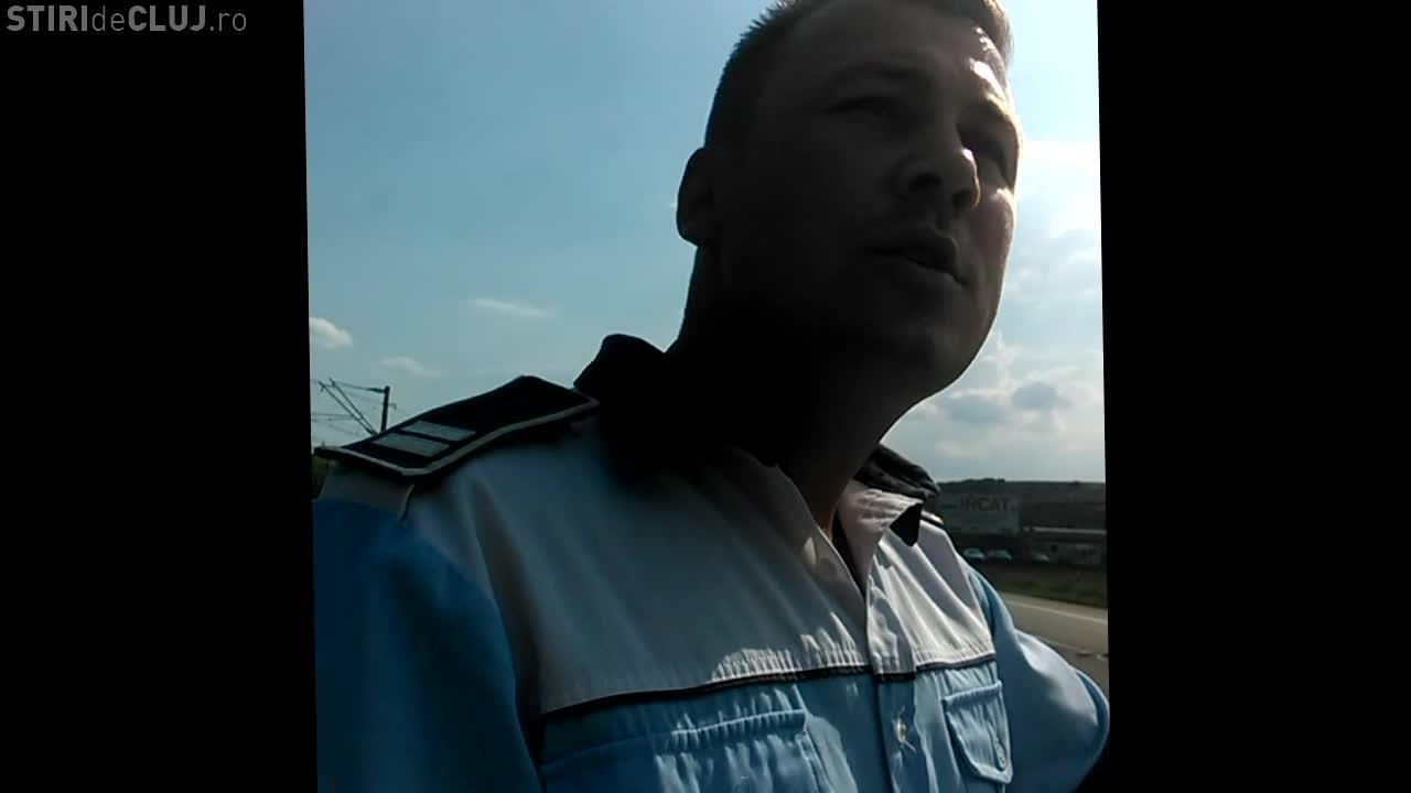 Agentul Radu Răcan, de la Poliția Rutieră Cluj, susține că a fost lovit de soția șoferului de 78 de ani - VIDEO