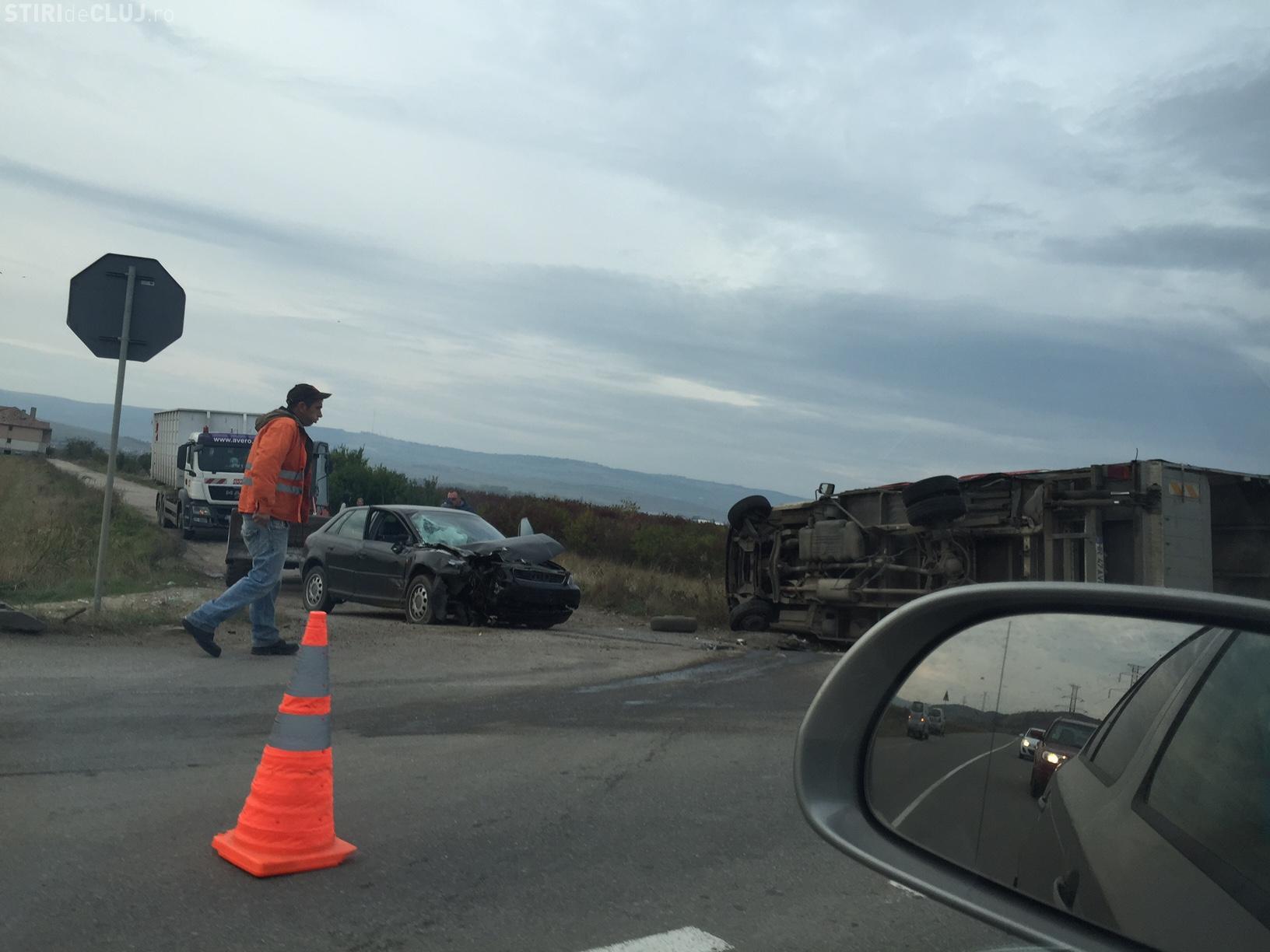 Accident SPECTACULOS pe centura Clujului! Un camion a fost răsturnat pe drum de un șofer - FOTO UPDATE