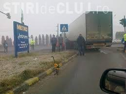 Accident în zona Metro! Un camion și un autoturism s-au lovit frontal