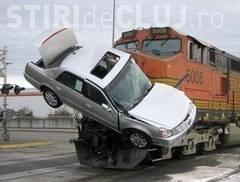 Circulația trenurilor, blocată la Jibou din cauza unui accident. Un șofer a intrat cu mașina în tren