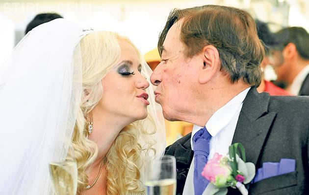 Are în cont 9 miliarde de euro și 81 de ani, dar s-a căsătorit cu o blondă de 24 de ani