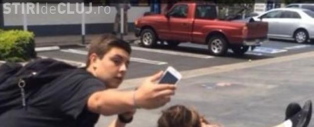 """Selfie de coșmar! Toată lumea i-a spus că e """"penibil"""" - FOTO"""