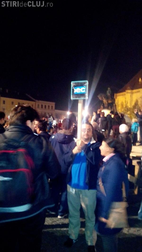 Cel mai tare protestatar Anti - Ponta din România. Ce și-a legat pe o BÂTĂ - FOTO