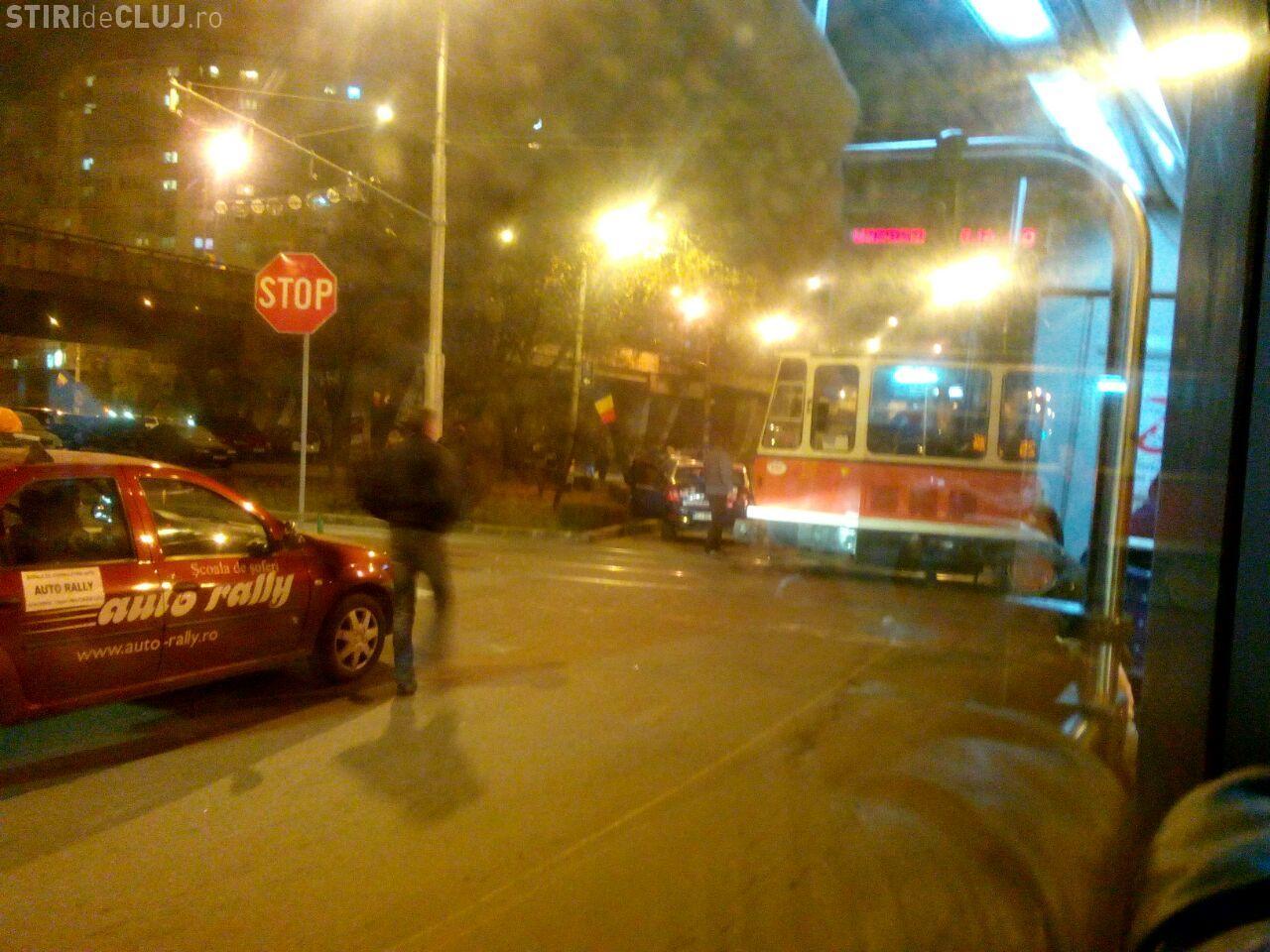 Taximetrist accidentat de un tramvai la Podul Calvaria, din Mănăștur. Reacția VATMANULUI e FABULOASĂ - FOTO