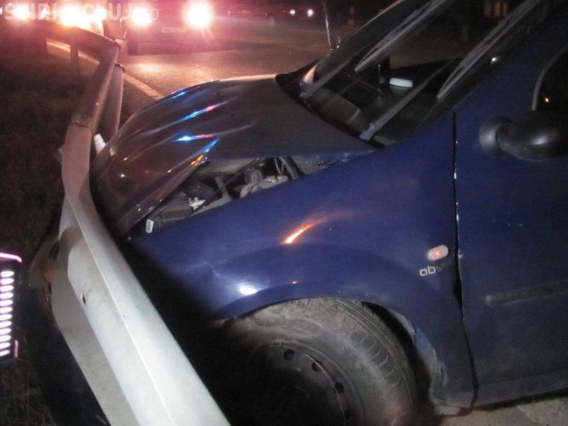 Accident cu doi răniți la Jucu! Doi bătrânei au intrat cu mașina într-un parapet, dar au mers la spital după 2 zile