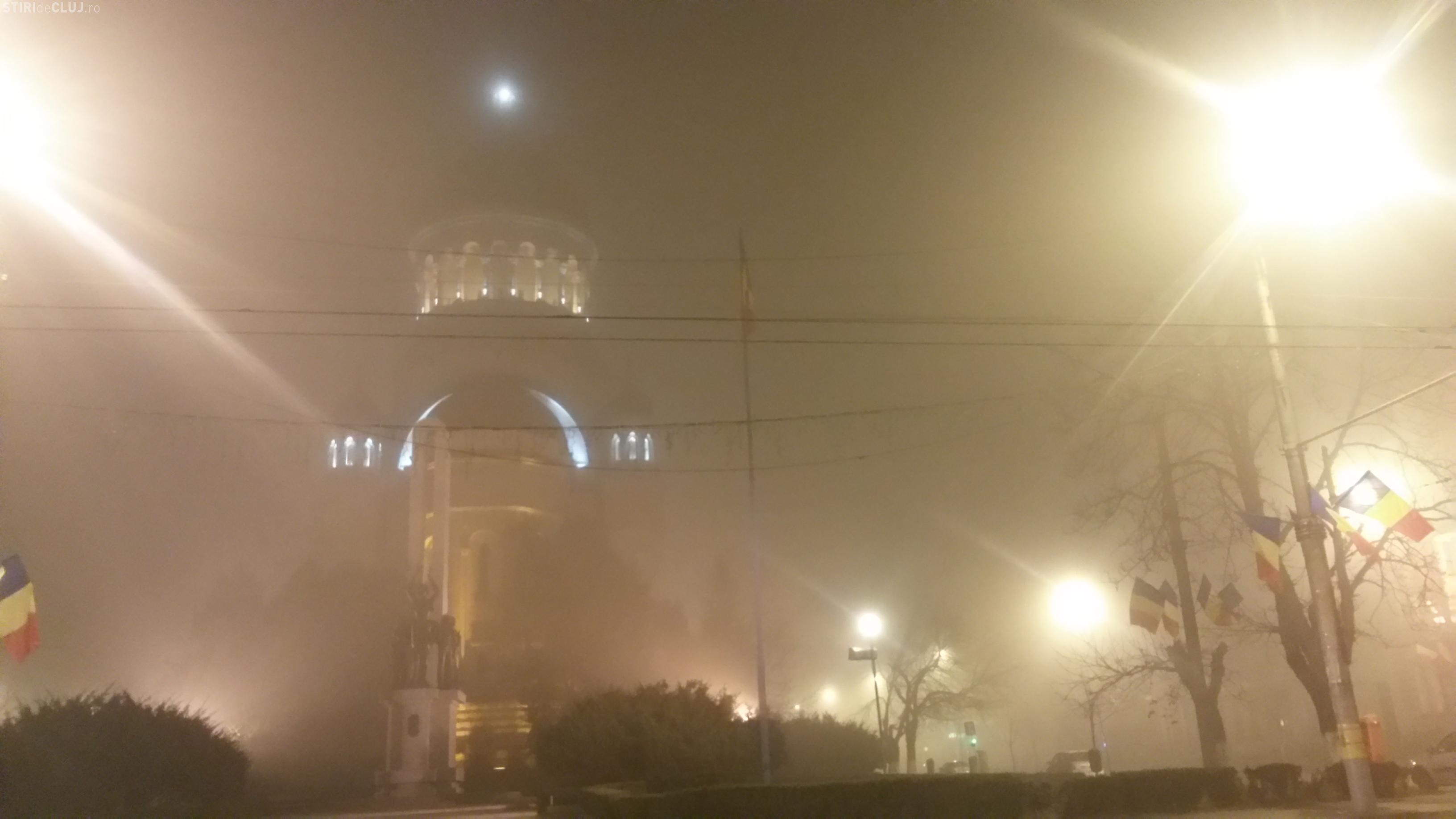 Ceață de tăiat cu cuțitul la Cluj - FOTO / UPDATE: Cod Galben de ceață prelungit