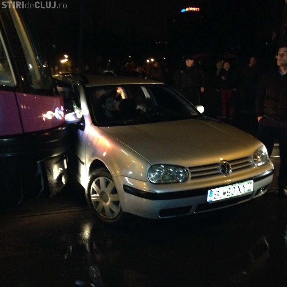 """Accident lângă Cluj Arena! Un șofer """"sinucigaș"""" din Sălaj a intrat direct sub tramvaiul MOV - FOTO"""