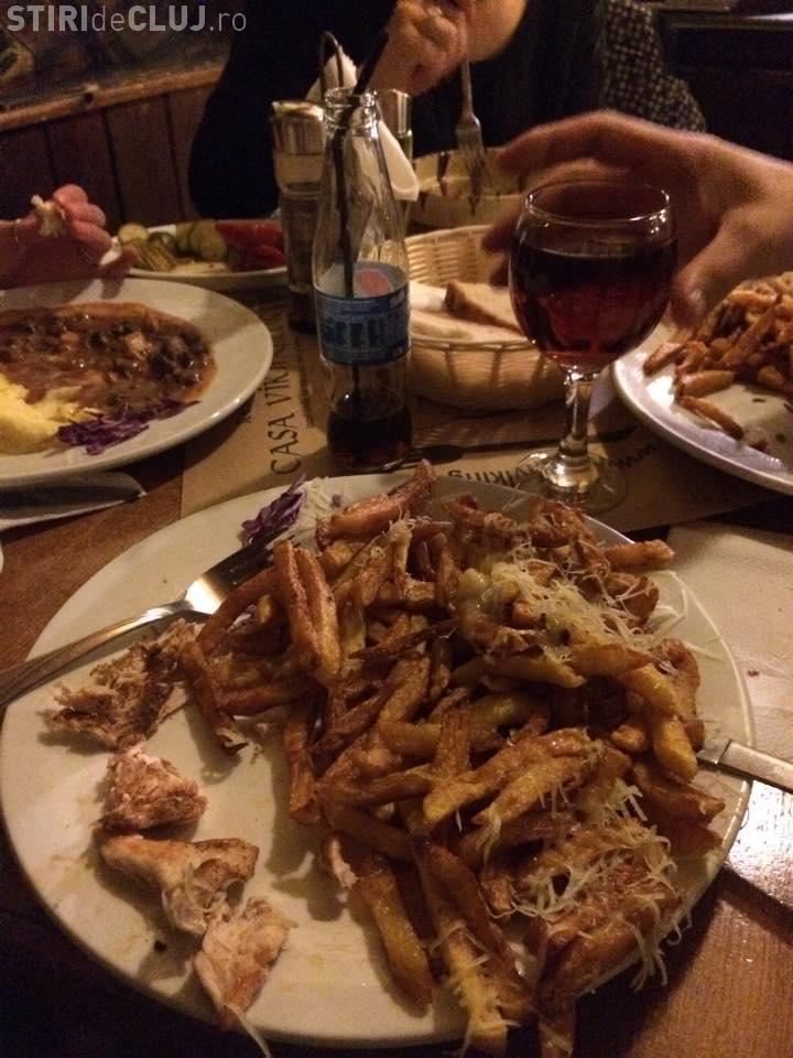 Clujenii își cunosc drepturile! A comandat cartofi prăjiți la un restaurant, dar nu i-a mai plătit. Erau ARȘI
